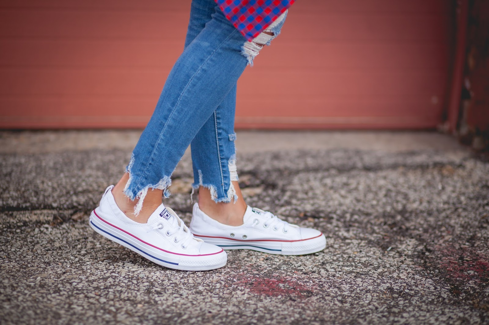 b2862d047030 3 Ways To Wear Converse    Summer Style - Living in Yellow