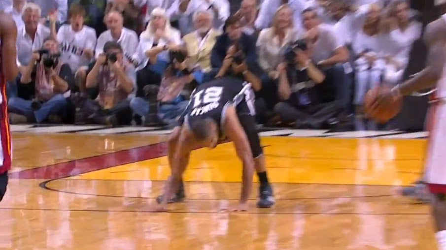 NBA巨星力不從心時有多心酸?鄧肯怒拍地板,Kobe紅了眼眶!