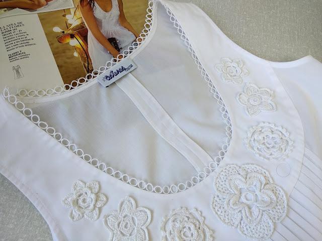 blusa blanca con aplicaciones de croché