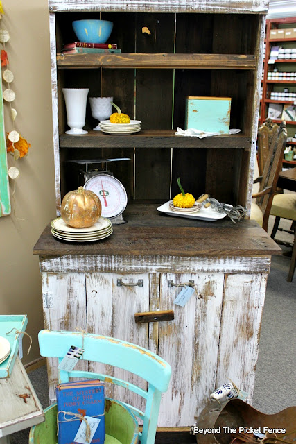 farmhouse hutch, barnwood, DIY, minwax stain, rustic, Fixer upper, http://goo.gl/EQu844