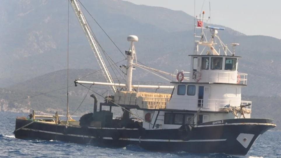 Βίντεο: Η «μάχη» με τα τούρκικα αλιευτικά στη Λέρο