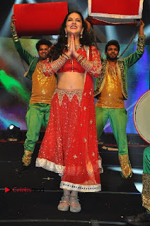 Bollywood Actress Model Sunny Leone Dance Performance in Red Half Saree at Rogue Audio Launch 13 March 2017  0022.jpg