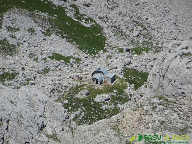 Ruta Pandebano - Refugio de Cabrones: Refugio de Cabrones desde la Torre Arenera II