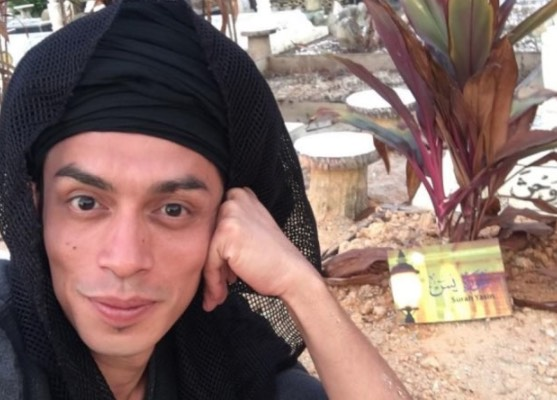 """Perlu Ke Selfie Kat Kubur?"" - Netizen Persoal Tindakan Iqram Dinzly Selfie Di Kubur Ayah"