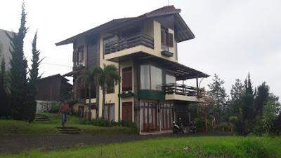 Rekomendasi Liburan Keluarga sewa villa istana bunga