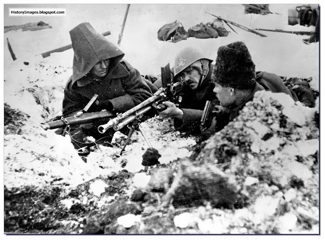 Romanian soldiers with  ZB 20 machine gun at Stalingrad  1942