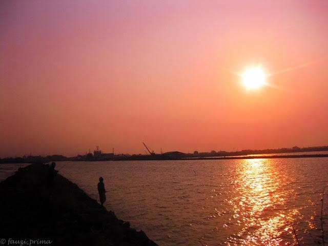 Senja di Pantai Kejawanan