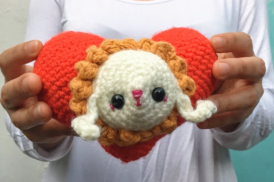 This little DIY crochet heart with a bunny face is the perfect little crochet project for Saint Valentine's Day. Or any time you need a gift for someone you love!