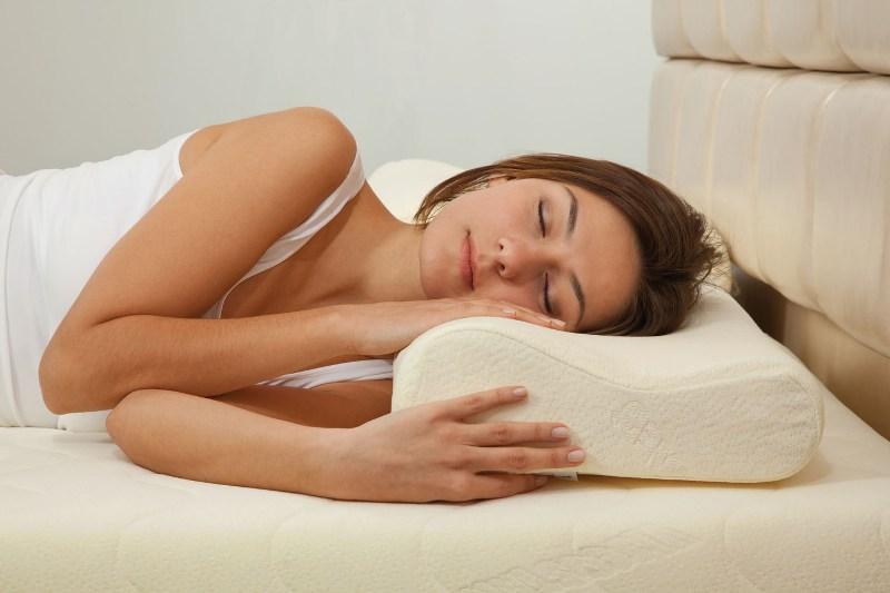 Boyun düzleşmesi ve yastık seçimi