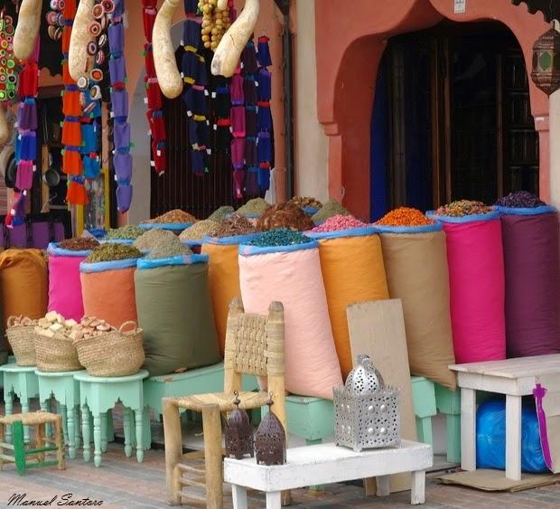 Marrakech, un coloratissimo negozio di spezie