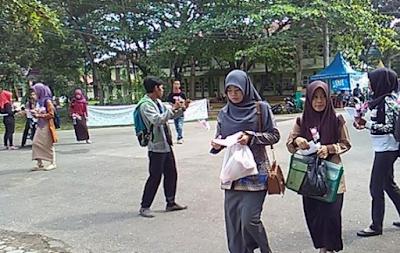 Aksi Damai: Seribu Bunga Untuk IAIN Raden Intan Lampung