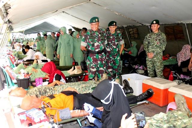 Sambut HUT TNI ke-73, Ratusan Prajurit Divif I/Kostrad Donor Darah