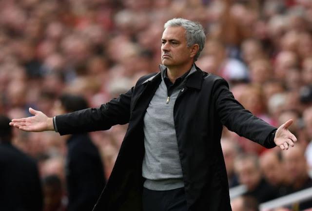 HLV Mourinho hoàn tất gia hạn hợp đồng mới với Man United
