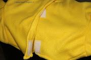 Detail zelf gemaakt Bumba verkleedpak. Achterkant met klittenbandsluiting. Patroon is te bestellen.