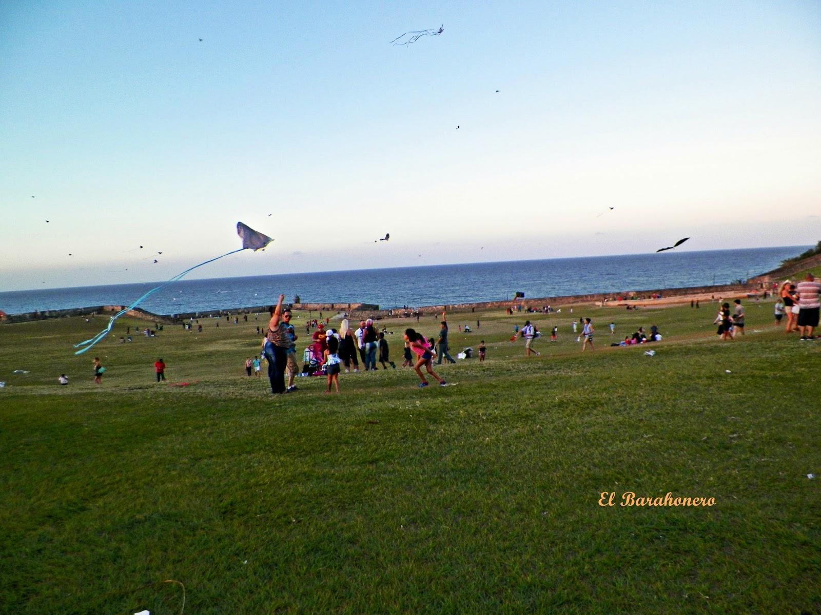 D a de chichiguas o chiringas frente a el morro viejo san juan puerto rico el barahonero - Volar a puerto rico ...