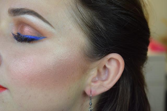 eyeliner blu