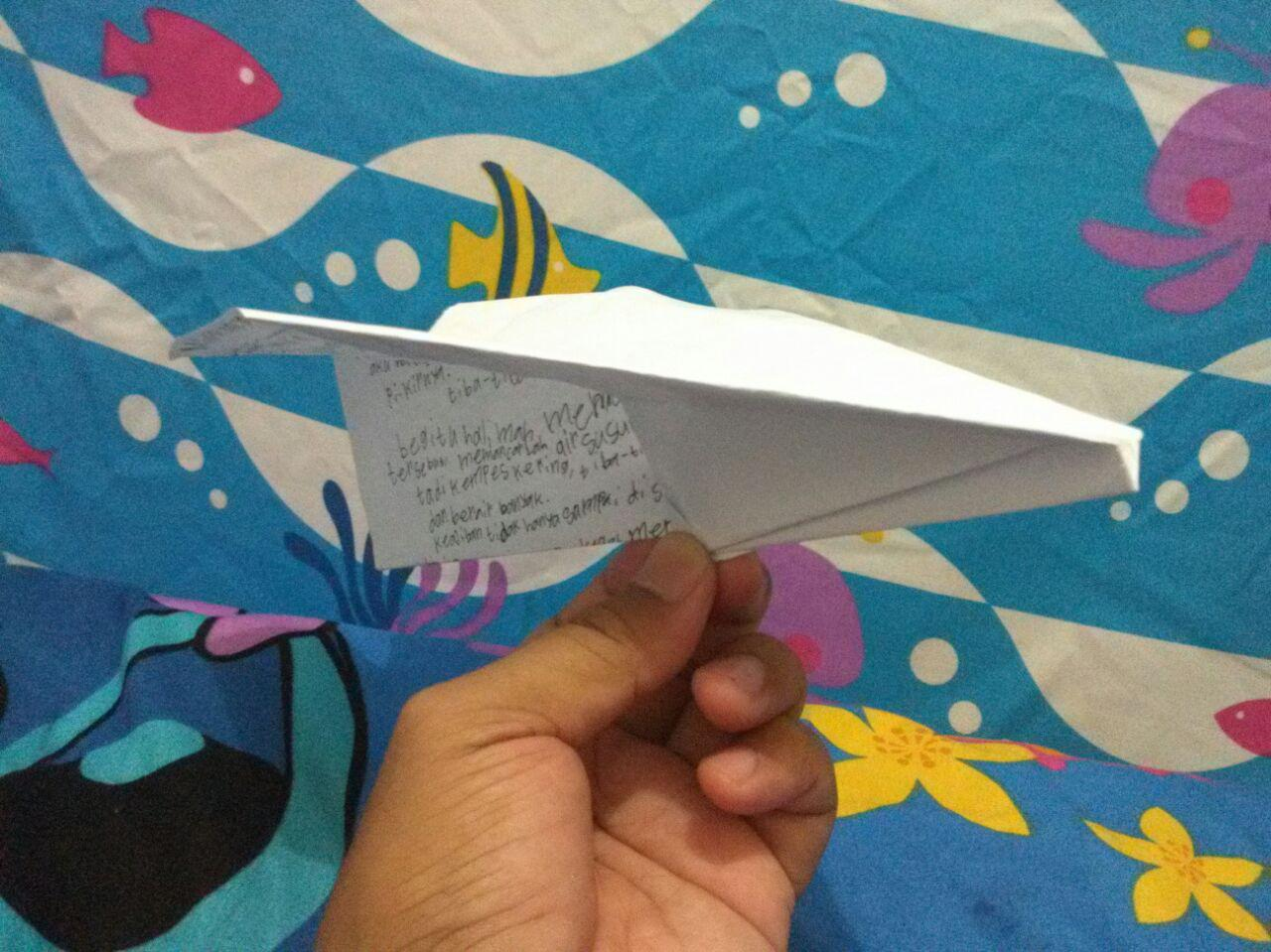 Cara Mudah Membuat Pesawat Terbang dari Kertas Berkas