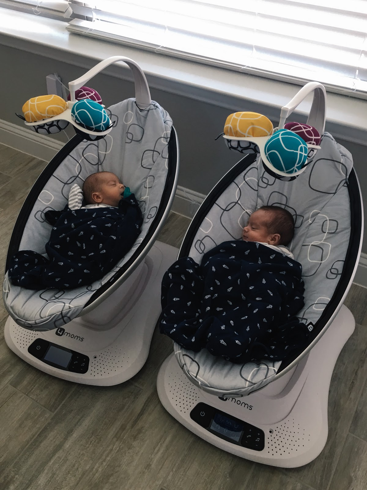 4 Moms mamaroo and twins