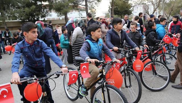 Andai Saja Ini Ada Di Indonesia, Hadiah Sepeda Bagi Remaja Turki yang Rajin Sholat di Masjid