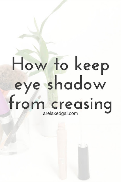 Makeup tip: How to keep your eye shadow in place. | arelaxedgal.com