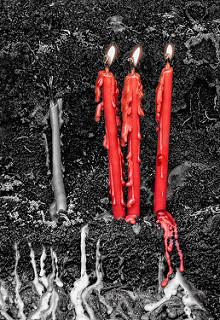 Tres velas rojas, una vela gris