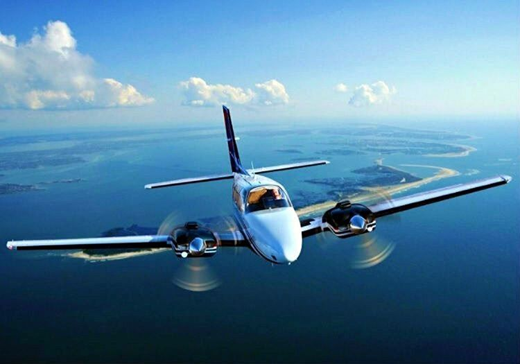 Beechcraft tipi uçağının sağ motoru durmuştu, akabinde diğer motoruda arızalanmıştı.