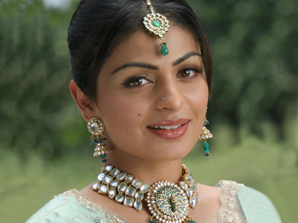 Photos Hot Pictures Sexy Wallpapers: Neeru Bajwa Gallery