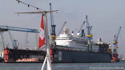 Schiff Albatros im Dock von Blohm und Voss