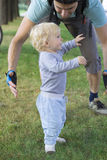 come (non) imparano i bambini! Come (non) imparano i bambini! generi la protezione del loro bambino bambino che impara camminare 76810509