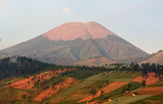 Porter Slamet, Gunung Vulcano di Jawa