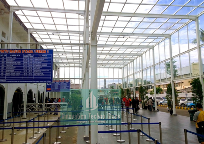 Kanopi Kaca Entrance Stasiun Pasar Senen