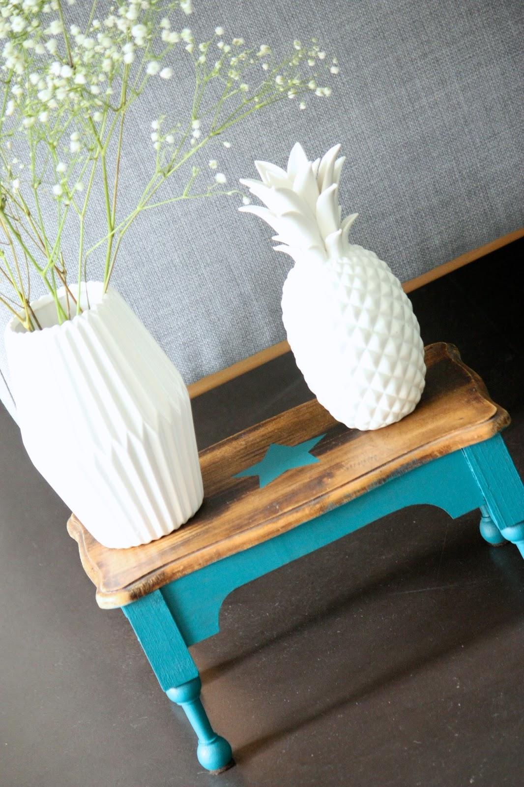 un nouveau regard relooking d 39 un vieux tabouret avec les. Black Bedroom Furniture Sets. Home Design Ideas