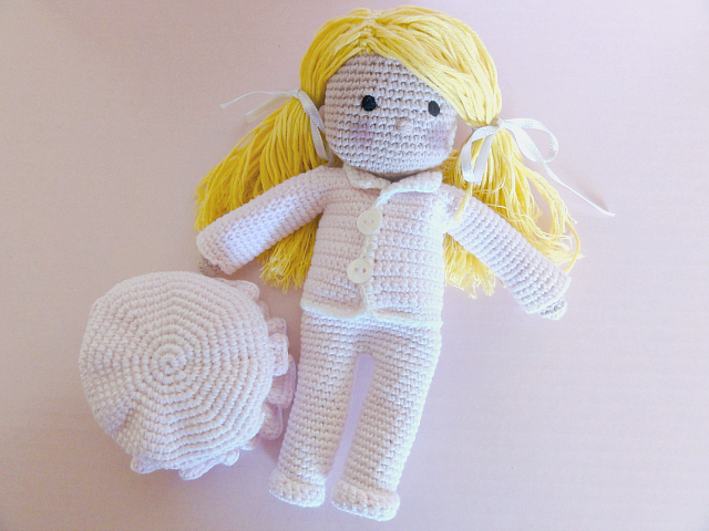 muñeca de ganchillo