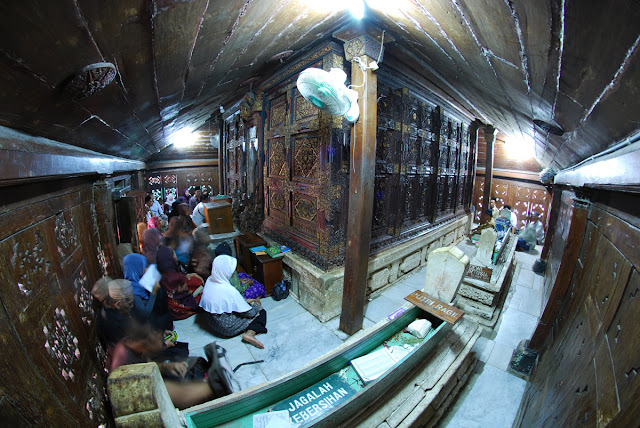 gresik24jam - Makam Sunan Giri, Menengok Situs Bersejarah Di Daerah Gresik