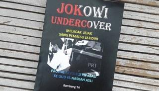 """Di rumah di Dukuh Jambangan Desa Sukorejo Kecamatan Tunjungan Kabupaten Blora inilah Bambang Tri Mulyono tinggal bersama istri dan 2 anaknya, adik anggota DPD Bambang Sadono yang menulis buku """"Jokowi Undercover"""""""