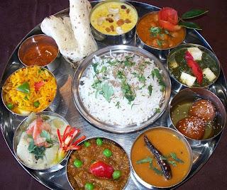Ayurveda ke anusaar kin cheezo ko ek saath nahi khana chahiye.