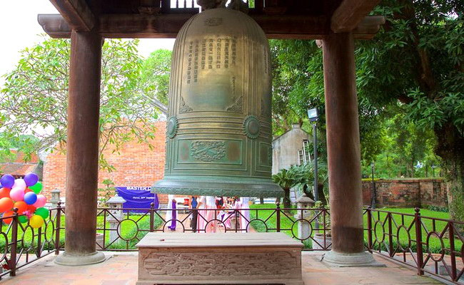 www.xvlor.com Temple of Literature is Imperial Academy built by Lý dynasty in 1076