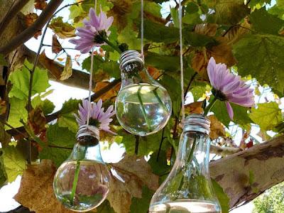 Bombillos colgantes con flores