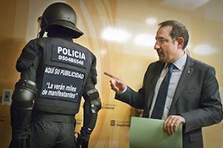 el villano arrinconado, humor, chistes, reir, satira, antidisturbios, mossos d´esquadra