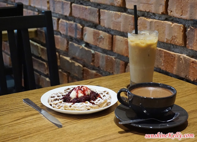 waffle, iced latte, chocolate, The Bloom, The Bloom Café, Bandar Puteri, Puchong, Cafe in Puchong,