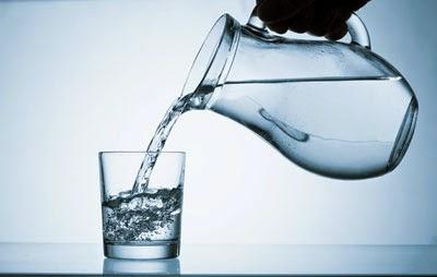 Beber mucha agua durante el ayuno