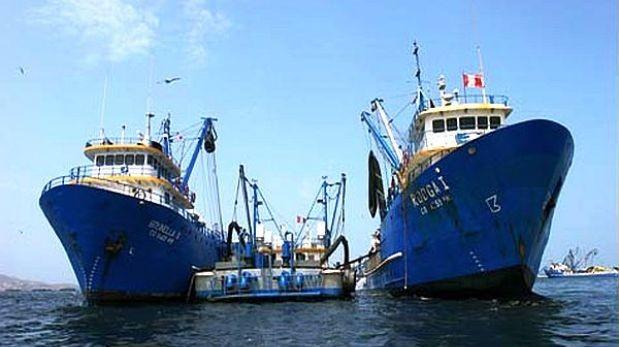 El transbordo en el mar facilita el tráfico y explotación de trabajadores que se ven atrapados y sometidos a abuso en los pesqueros porque no hay ninguna autoridad presente que los proteja