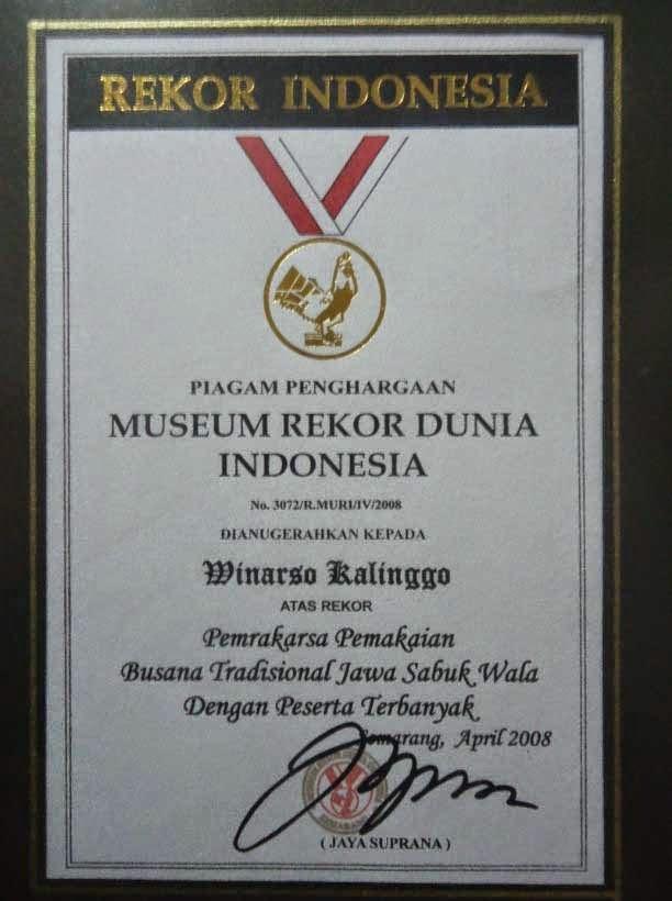 penghargaan rekor dunia indonesia kepada kalinggo batik - seragam batik solo