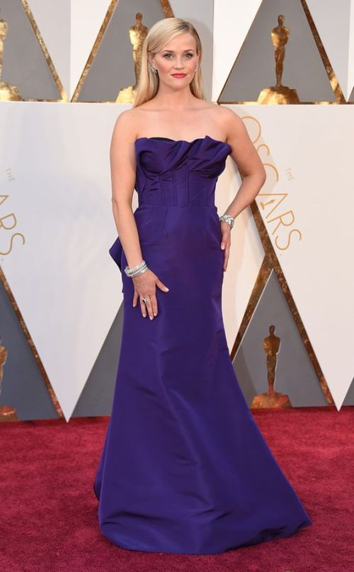 Reese Witherspoon in a violet Oscar de la Renta dress at the Oscars 2016