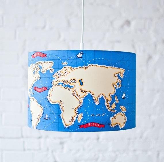 mapa świata na lampie