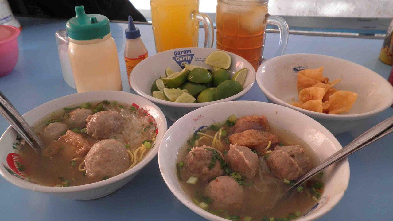 http://thepowerofjatim.blogspot.co.id/2017/07/35-tempat-makan-enak-di-surabaya.html