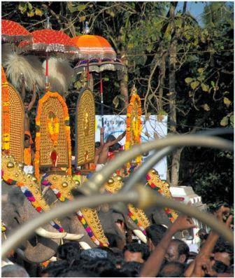 éléphant festival kerala