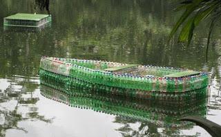 Kerajinan-Tangan-dari-Botol-Bekas-berupa-Perahu