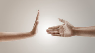 boleh berjabat tangan