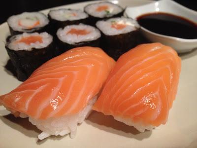 Sushi de salmón - Receta de sushi de salmón - Receta japonesa - el gastrónomo - ÁlvaroGP